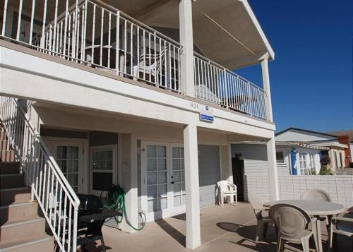 Oceanfront - 2 Bedroom Apartment With Sofa Sleeper - Unit A - Newport Beach, CA 92663