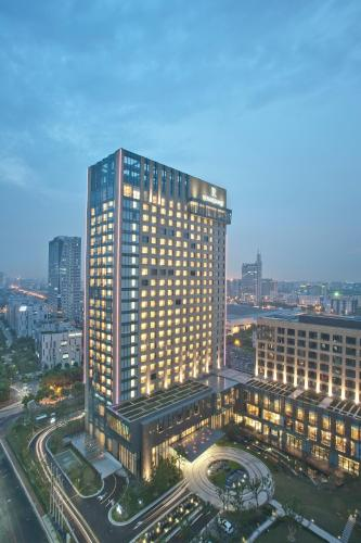 Renaissance Shanghai Caohejing Hotel, A Marriott Luxury & Lifestyle Hotel photo 23