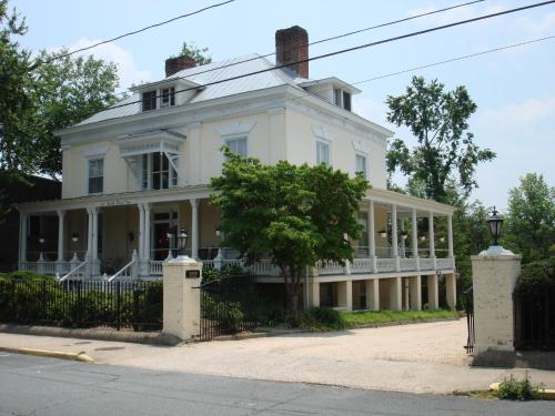 200 South Street Inn Photo