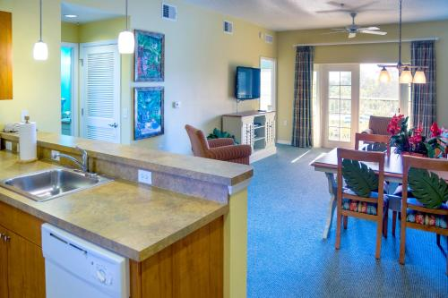 Barefoot Suites Close To The Parks photo 17