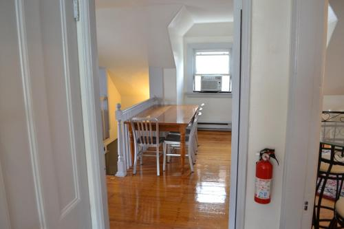 Allston Red House 1 Bed Apartment by Spare Suite Photo
