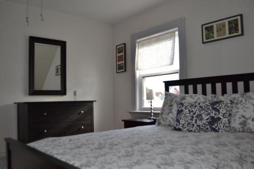 Allston Red House 1 Bed Apartment by RoyalStreet Photo