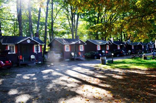 Maple Lodge Cabins Photo