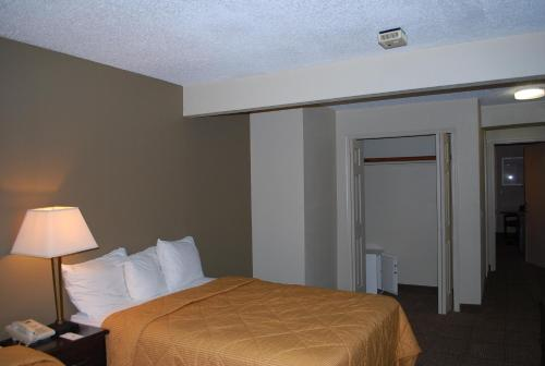 Clinton Inn & Suites Photo