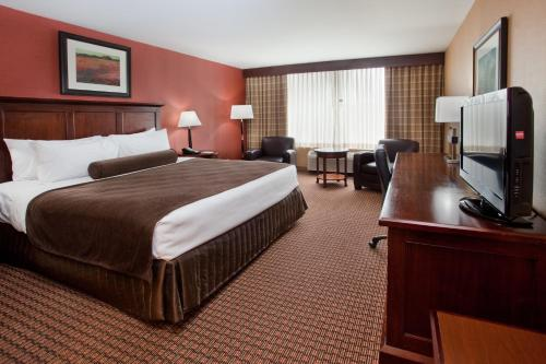 Crowne Plaza Cleveland South-Independence Photo