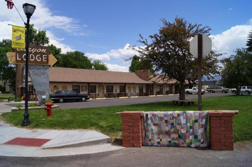 Canyon Lodge Motel Photo