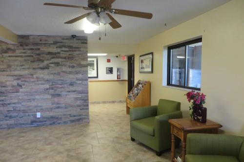 Super 8 Motel - Grinnell - Grinnell, IA 50112