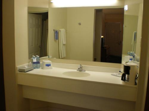 American Inn Hotel & Suites Parral Photo