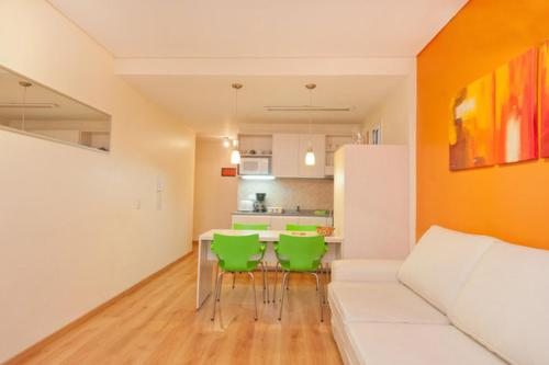 Modern Studio Centrally Located Photo