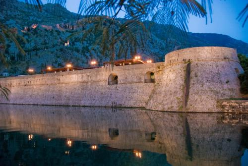 Hotel cattaro muo serbia and montenegro overview for Historic boutique hotel