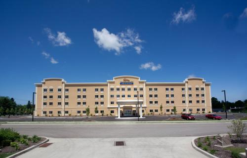 Baymont Inn and Suites Erie Photo
