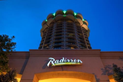 Radisson Hotel Cincinnati Riverfront Photo