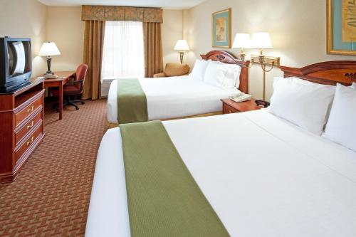 Holiday Inn Express Hotel & Suites Meadowlands Area Photo