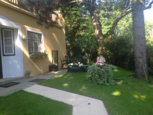 Exquisites Gartenapartment in eleganter Jugendstilvilla