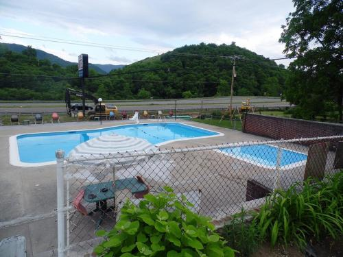 Tazewell Motel Photo