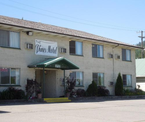 The Pines Motel Photo