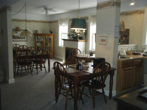 Boardwalk Inn - Saint Ignace, MI 49781