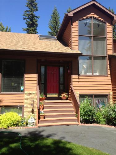 Redwood Meadows Bed and Breakfast Photo