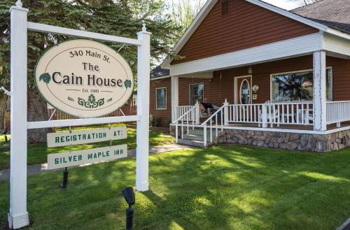 Silver Maple Inn and The Cain House Country Suites Photo