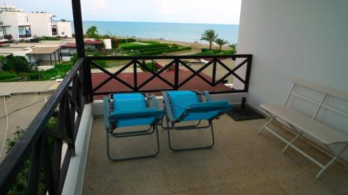 http://www.booking.com/hotel/cy/le-turquoise-paradise-apartment.html?aid=1728672