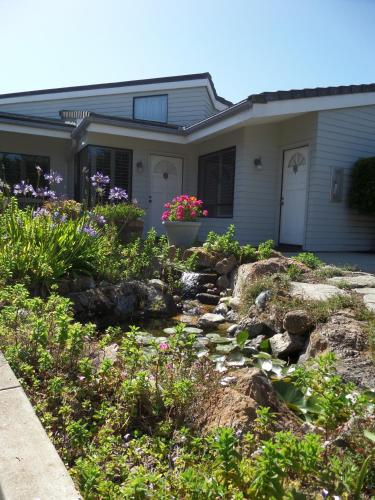 9 Iron Inn - Cambria, CA 93428