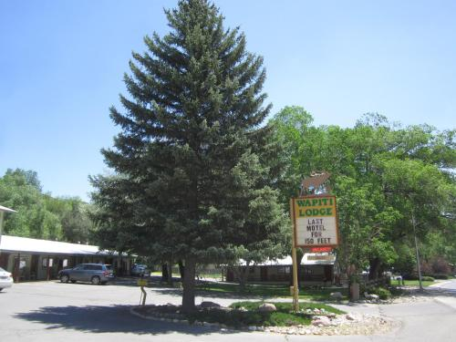 Picture of Wapiti Lodge/><p class=