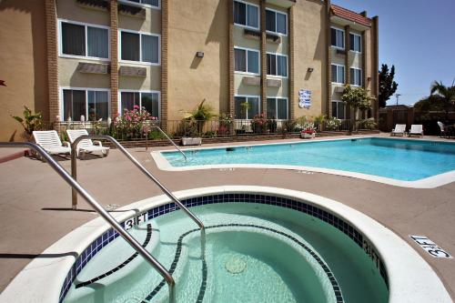 Best Western Plus South Bay Hotel Photo
