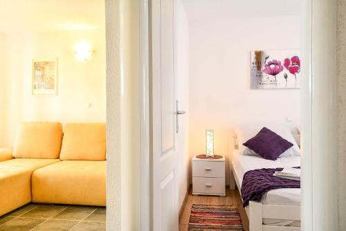 http://www.booking.com/hotel/hr/city-centre-apartments.html?aid=1728672