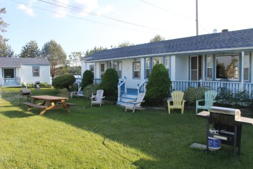Lily Front Motel & Cottages Photo