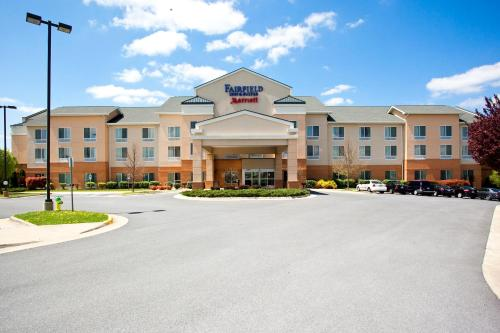 Fairfield Inn and Suites by Marriott Winchester Photo