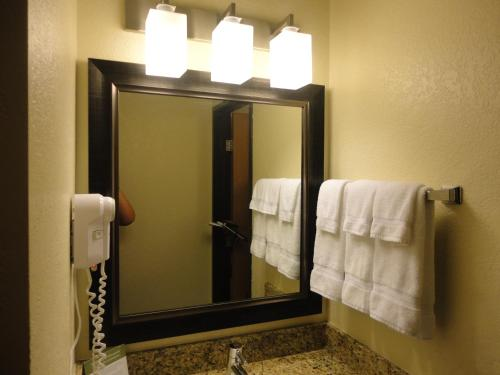 Baymont Inn & Suites Owatonna Photo