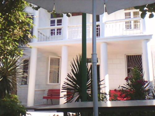 White Guest House - фото 0