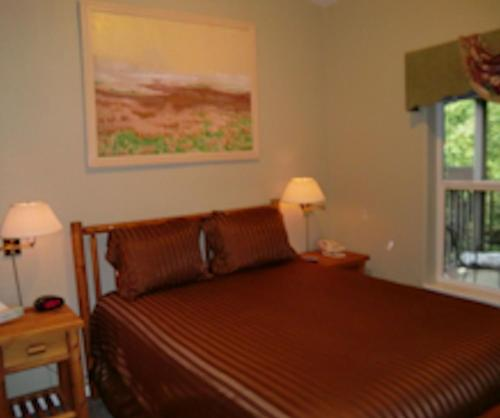 Creekside Inn & Resort Photo