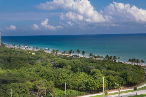 Ft. Lauderdale Beach, a VRI resort Photo