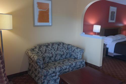 Legacy Inn & Suites Photo