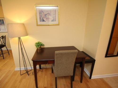 Luxury Two Bedroom by Rittenhouse Square Photo