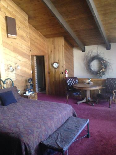 Switzerland Haus Bed and Breakfast Inn - Big Bear Lake, CA 92315