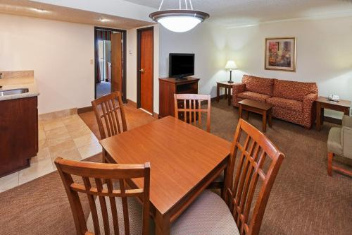 Country Inn & Suites by Carlson, Tulsa Central Photo