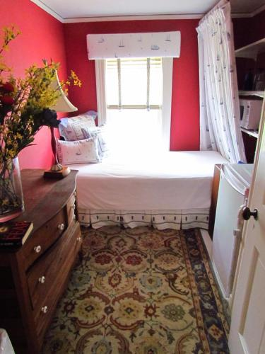 Lorraine Parish Bedroom Suites Photo