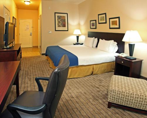 Holiday Inn Express Hotel & Suites Marshall Photo
