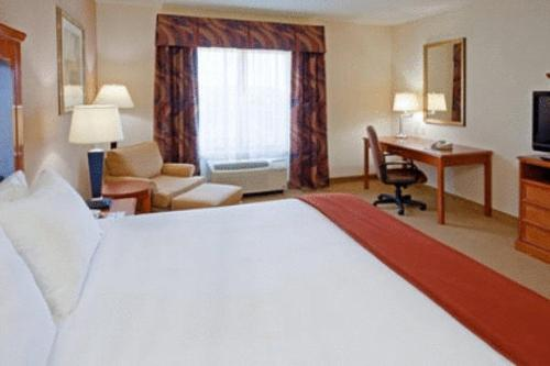 Holiday Inn Express Hotel & Suites Latham Photo