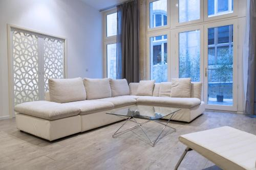 Ausone Beautiful loft apartment in historical center + terrace and parking - фото