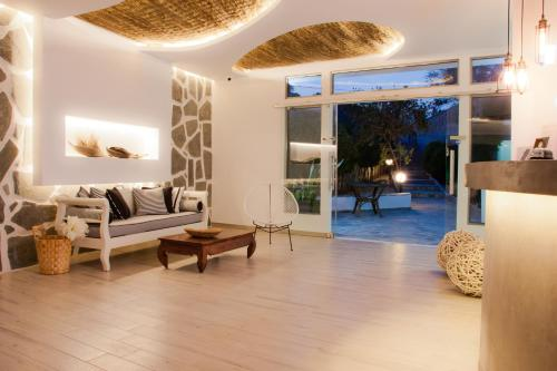 Malibu Boutique Studios - Main Street Greece
