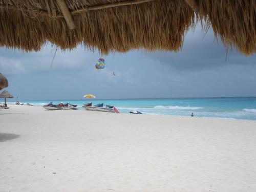 Cancun Beach ApartHotel by Las Brisas Photo
