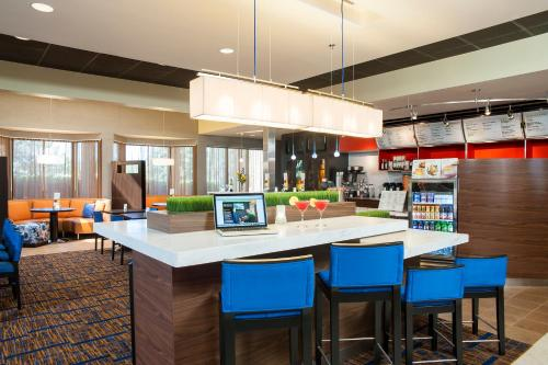 Courtyard By Marriott Chicago Glenview/Northbrook - Glenview, IL 60025