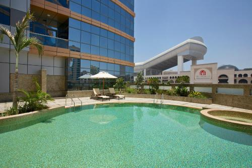 DoubleTree by Hilton Hotel and Residences Dubai - Al Barsha, Дубаи