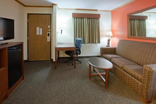 AmericInn Lodge & Suites - Virginia Photo