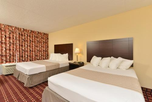 Econo Lodge Inn & Suites Triadelphia Photo