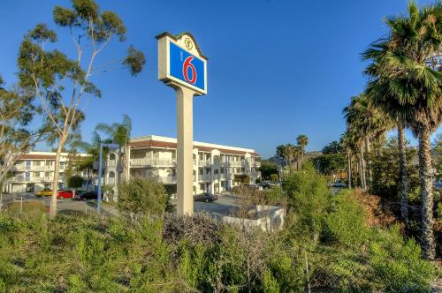Motel 6 Oceanside Photo