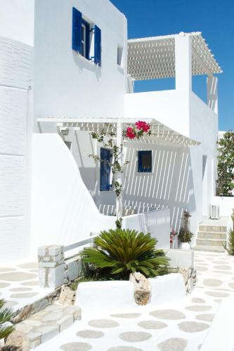Nicos Studios & Apartments in Logaras from €24